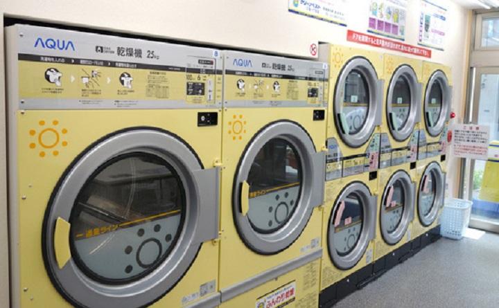 【衝撃】コインランドリーで洗濯して乾燥機に入れておいた炬燵布団を2時間後に取りに行った。⇒ すると、乾燥機から炬燵布団と一緒に信じられないも...