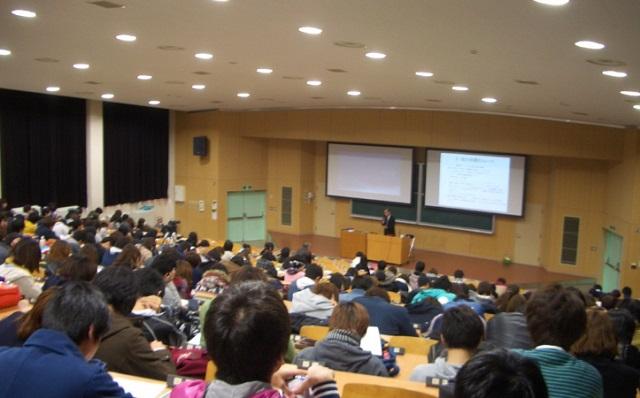 韓国人「日本人は謝罪しろ」 ⇒ 周囲が静まり返る中、一人のアメリカ人留学生が「教授ちょっといいですか?」⇒ 韓国人の顔が真っ赤に・・・