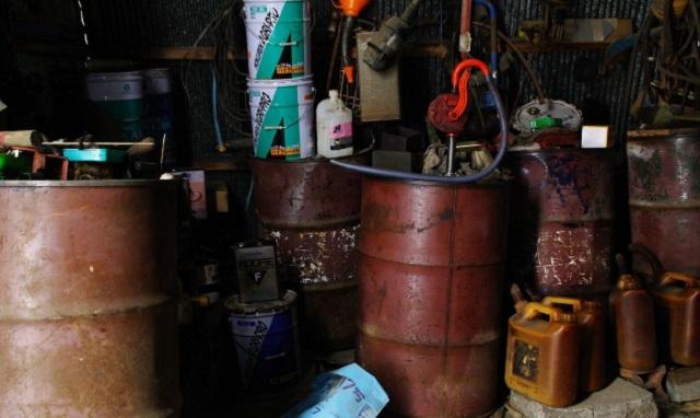 【スカッと】納屋のドラム缶に入れていた灯油が頻繁に盗まれるようになった。ある日、灯油を水に変えておいた結果・・・