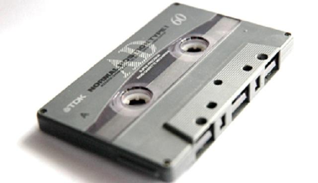 4年前に亡くなった嫁の部屋を片付けていると、仕舞ってあったダンボールからカセットテープが出てきた。昔の録音したやつかな~なんて思いつつ再生し...