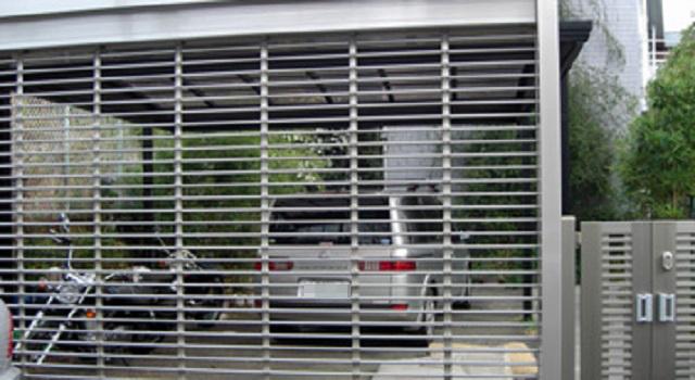 【唖然】自宅の車庫の中に無断駐車された ⇒ 俺「なにこの車…これから長期出張なのに」警察に言ってもダメだったので、そのままシャッター閉めて出...