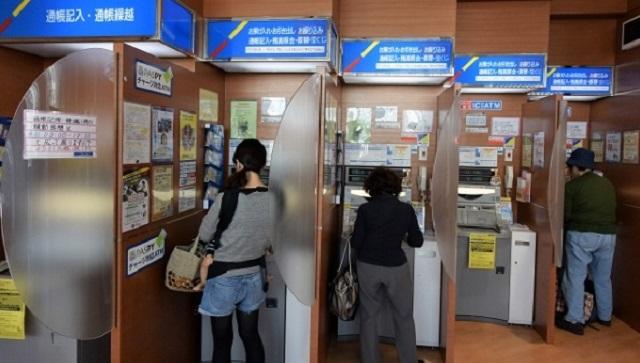 【スカッと】銀行のATMの順番待ちで横入りしてきたババア「チョッと急いでいるからいいでしょ!」⇒ ババア真っ赤な顔で逃げ出す事態に