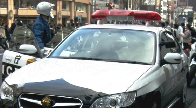 【感動実話】道交法違反でパトカーに止められた男性。罰金の覚悟をしていたら、警官がまさかの対応! 世界中が賞賛