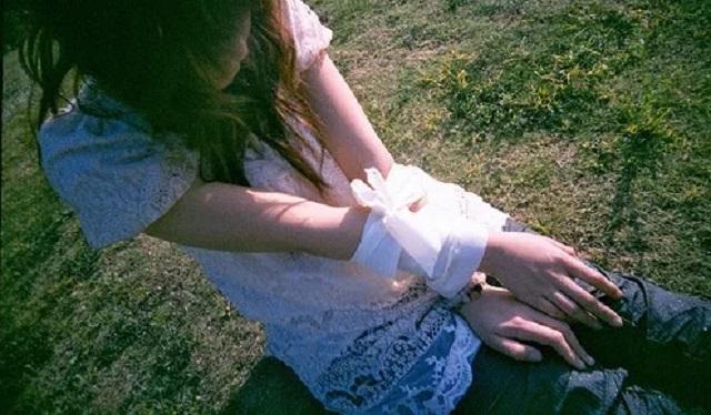 【驚愕の展開】女の子が口から血を流して助けを求めてきた!⇒ 俺は追ってきた下着姿の男を半殺しにして警察に連行された。すると・・・