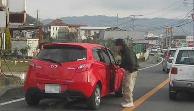 【胸スカ】車で通勤途中、後ろからワゴンRに乗った女がガンガン煽ってきた。⇒ 無視してそのまま走ってたら、ワゴンRは華麗に自爆した