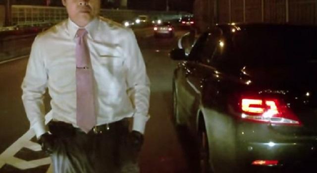 後ろの車にベタツケされて煽られた。減速したらクラクション鳴らされ追い越されたので、俺も同じ様に煽ってから信号待ちのときに相手の車まで降りてい...
