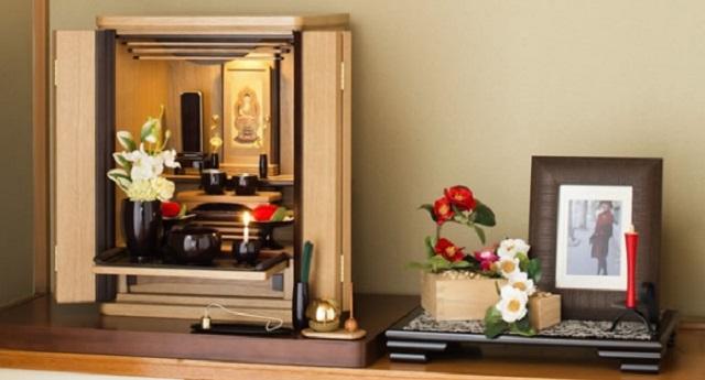 私の部屋にある母の仏壇を見た前彼「寺かよ!気持ち悪い」⇒ 間もなく別れて、次の彼が部屋に来た時、私「ごめん、お仏壇閉めるね」仏壇を見た彼は・...