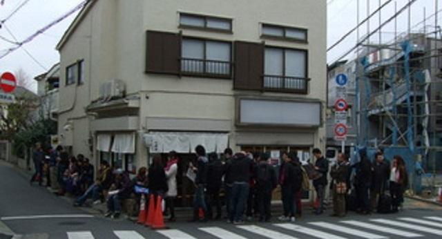 【自業自得】地元民に愛されてたお店が、TV番組に取り上げられた。県外からも客が来て賑わうようになり、店が地元民を排除した。その結果・・・