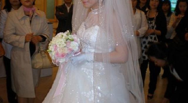 【衝撃】結婚式の当日、待てども待てども新郎が来ない。新郎はおろか新郎側の人間が誰一人来ない。そこで新婦父が新郎の実家を訪ねてみると・・・