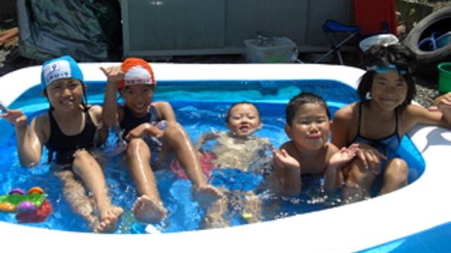 【唖然】庭で子供達とプールを楽しんでいると、挨拶すらしたこともないママが突然子連れで「遊びに来ました!」と混ざり込んできた