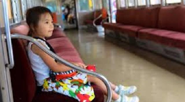 【酷い】電車内で迷子を保護した。無事に親が見つかったと思ったら「誘拐犯!慰謝料よこせ!」と騒がれた。⇒ どうにか無実は証明されたのだが・・・