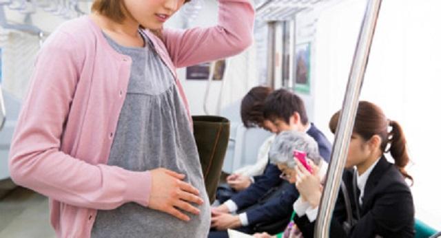 【スカッと】酔ったリーマンにデブ女!席変われ!と妊娠したお腹を殴る振りをされた ⇒ そいつが夫会社の取引先相手だったことが判明して・・・
