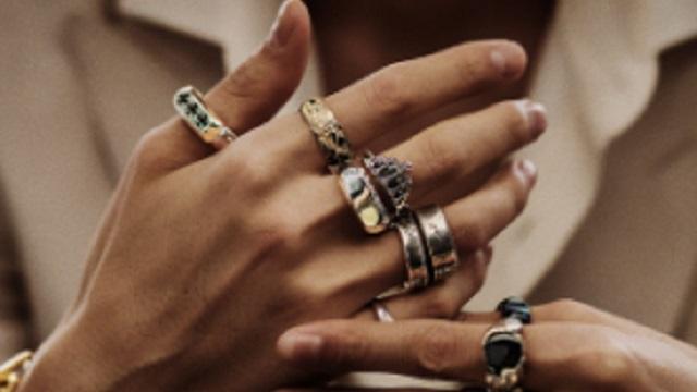 【修羅場】長男「俺の指輪知らない?」次男嫁「全部売っちゃいましたー☆ミ」⇒ 次の瞬間、次男嫁が壁に吹っ飛んで・・・