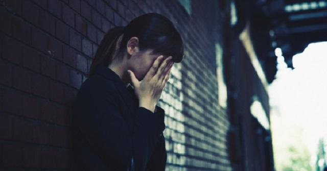【自業自得】嫁は間男とのフリン行為現場を長女に見られた。嫁は慌てた間男に怪我をさせられたが、そのケガを長女にやられたと嘘を吐き間男を庇った。...