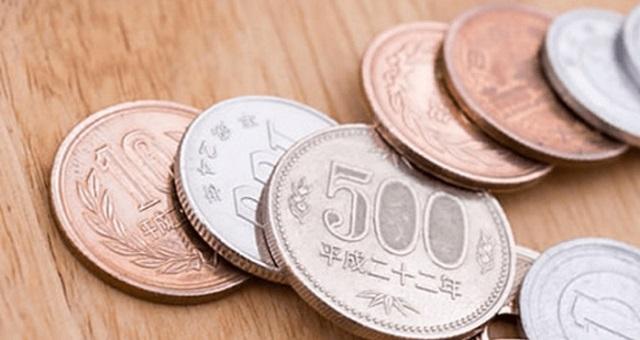 【あなたはどう思う?】コンビニのレジにて『合計630円です』と言われた女性は1200円を差し出した。店員「???」→ 女性の対応は『大人の対...