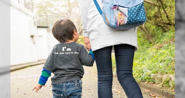 保育園で挨拶してもいつもニヤニヤして返事をしてくれないお母さんがいた。→ 後日、その理由を知って言葉を失った・・・