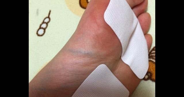 【驚愕】効果抜群!?「足裏サロンパス」が疲労回復に絶大な効果があると話題に!!