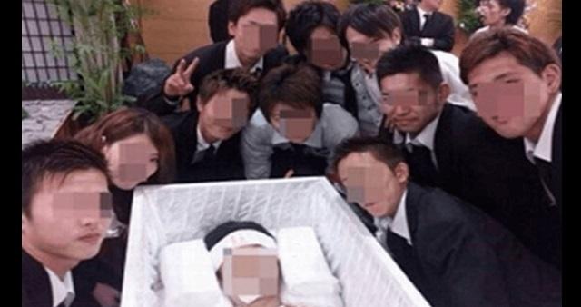 【大炎上】事故で亡くなったダチの遺体と記念撮影してTwitterで公開したDQNが大炎上!!