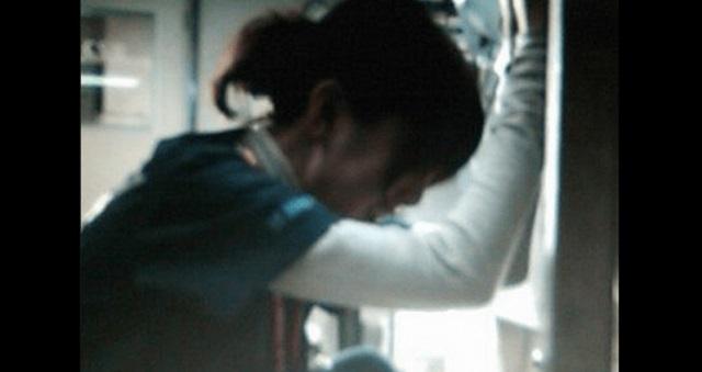 【共感】車内で娘を叱りつけるお母さん。すると見知らぬご婦人がお母さんに言ったこんなコトバに目頭が熱くなる・・・