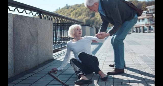 【朗報】「情けは人の為ならず」は本当だった。誰かのために行動すると身体的な痛みが和らぐことが発見される!