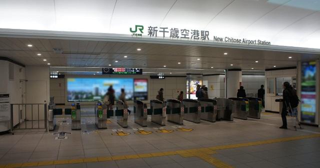 軽率な気持ちで北海道に行ったら・・・新千歳空港に掲示された『とある看板』に衝撃を受けた。