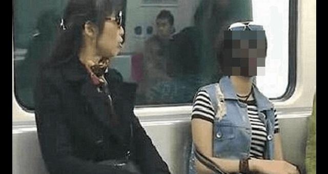 【衝撃】地下鉄の車内に衝撃すぎる姿の女性客が出現して車内騒然!乗客が凍りついた驚愕の姿が・・・!!