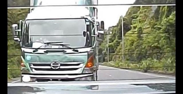 【衝撃の結末】高速道路走行中、私『トラックが煽ってくる!』⇒ 写真撮って、トラックの会社に電話した結果・・・