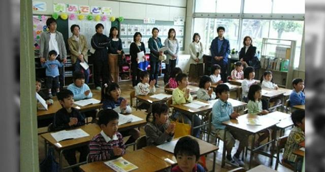 過保護すぎる親で溢れた授業参観。ある児童の発表が全ての親の意識を一変させた・・・