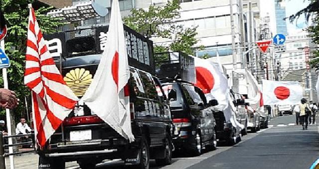 【唖然】軍歌を流す街宣車(右翼)に、中学生が『うっせーぞ、カス!』⇒ 街宣車から降りてきたのは・・・