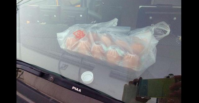 【警告】これが子供やペットだったら・・・炎天下の車内に卵を放置した結果が衝撃的過ぎた!