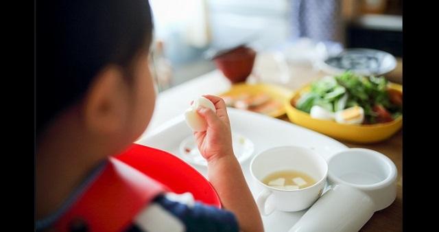 【共感】間食ばかりでごはんを食べてくれない息子に、パパが一言!→ 息子が劇的に変わったパパの言葉とは・・・