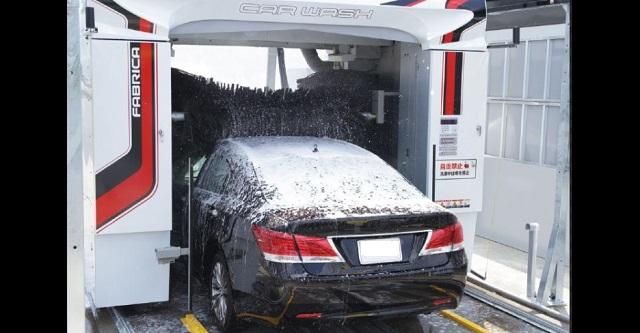 【驚愕】セルフ洗車機に来たら前の車が大変な姿で洗車スタートしてた ← 大丈夫なのか?これ・・・