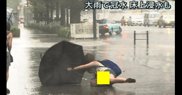 【衝撃画像】台風でビショ濡れ!恥ずかしい姿になってしまった素人を集めた画像8選!
