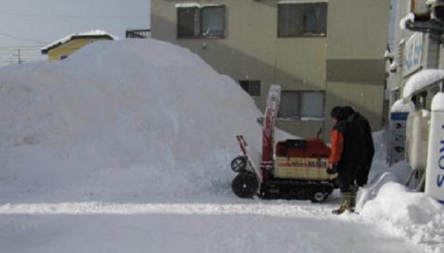【制裁】俺所有の空き地にDQN車が違法駐車!⇒ 除雪機使って3m級の雪山で囲って出られなくしてやった。⇒ 結果・・・