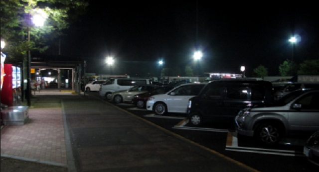 【衝撃】複数の家族で出かけた際、SAで車中泊 ⇒ 夜中、私「Aさん家の車、メッチャ揺れてる…」夫「だな…」⇒ その翌朝・・・