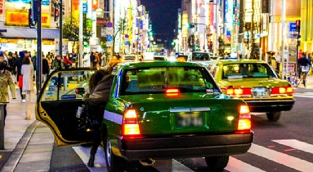 【図々しい】私をタクシー代わりにするA「もう終電だけど帰らないの?明日は私仕事が…」私「今日はオールするw」A「!?」