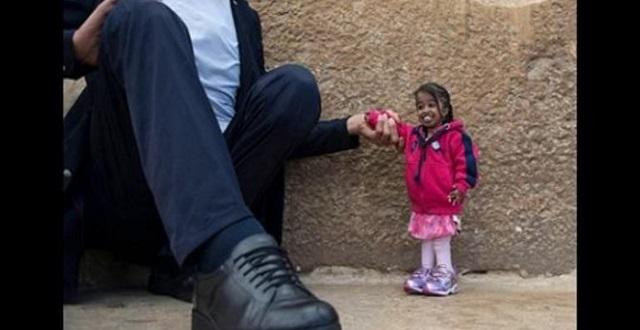 【衝撃】どちらも立派な大人です!世界一身長の高い男性と世界一身長の低い女性がご対面!!