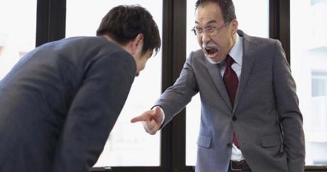 【驚愕】ある日の朝、10年前に定年退職した元上司が会社に出社してきた。元上司「おはよう!」俺「お久しぶりです!どうされたんですか?」→ なん...