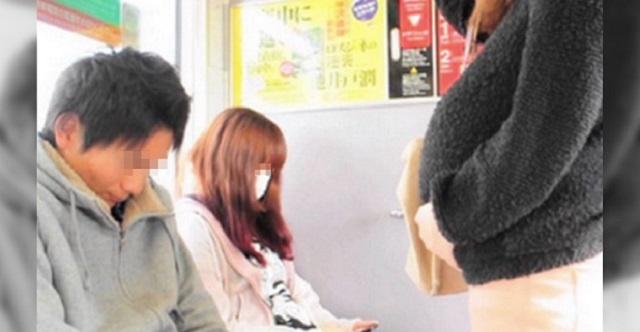 電車で座っていると、目の前の妊婦さんが突然『スマホ画面』を突きつけてきた。その内容に絶句・・・