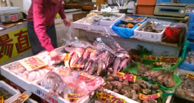 【衝撃】鮮魚店で働く男性が投稿した『アニキサス』に関する一枚の写真。恐怖すら覚えるその衝撃的な写真とは・・・