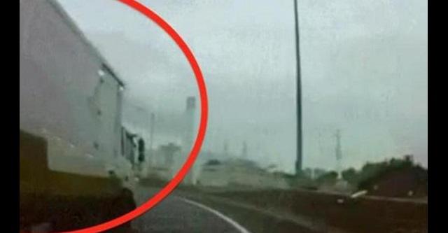 【衝撃】トラックが急に幅寄せしてきた!!しかし、そこには深い理由が・・・!!鳥肌モノのその真相とは!?(※動画あり)