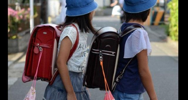 登下校中の水分補給を禁止する小学校 → 驚いた母親が6歳の息子に尋ねると驚きの答えが・・・